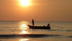 rybářské čluny a lodě